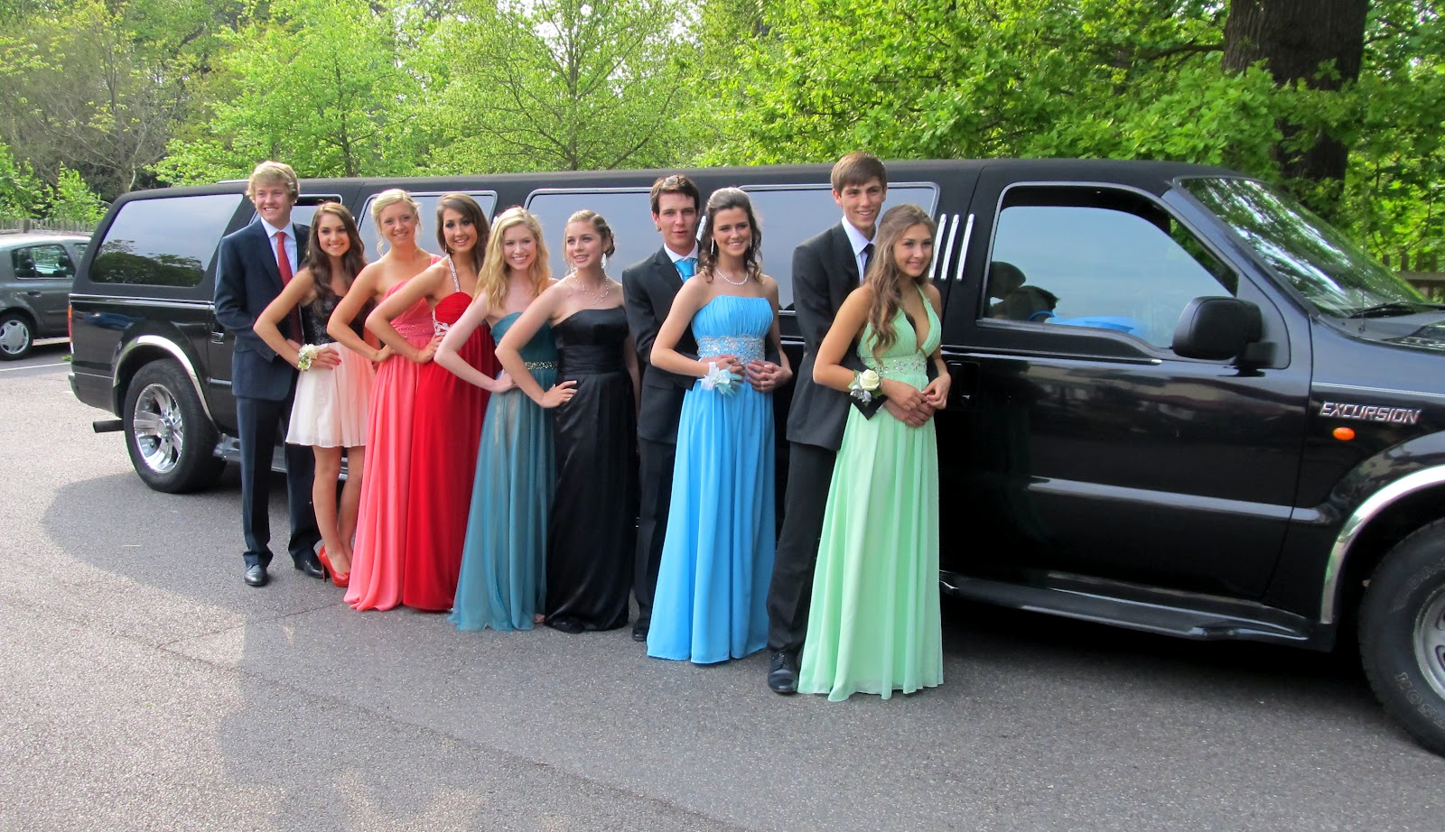 Best Prom Limo and Car Service in Arlington, Alexandria and Fairfax!